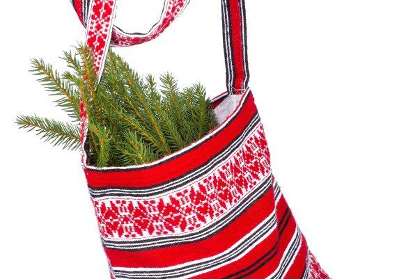 Fotografie obiecte traditionale, traista rosie taraneasca