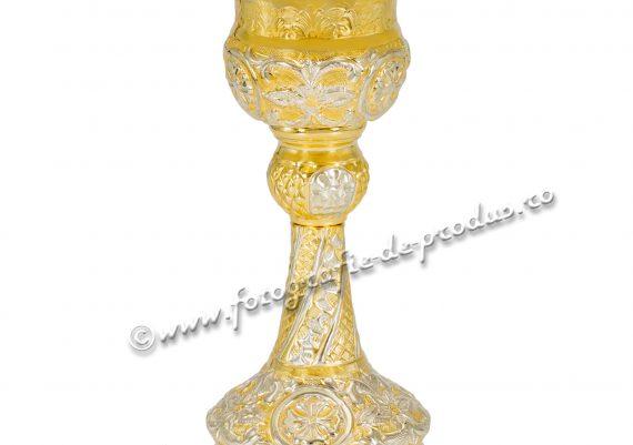 Poza cu vase aurite sfinte bisericesti