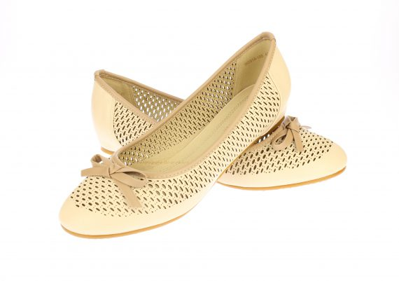 Fotografie pantofi femei pe fundal alb