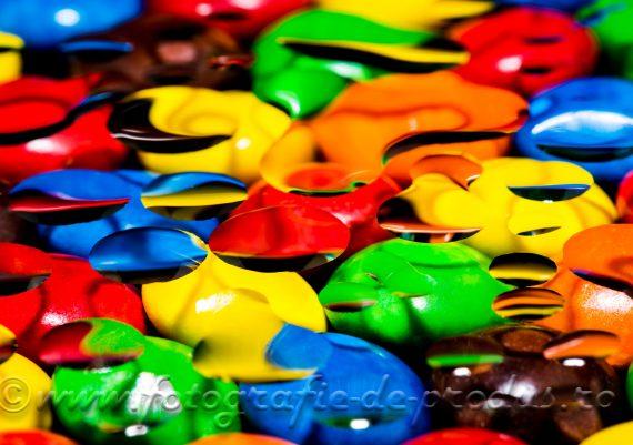 Fotografie de produs alimentare - bomboane colorate si picaturi de apa