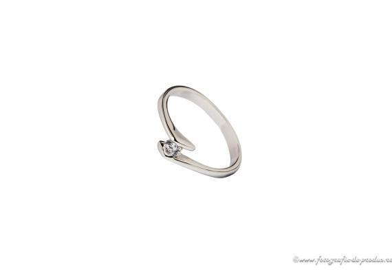 Fotografie cu bijuterii - inel argint cu diamant