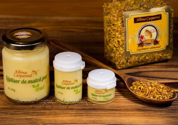 Fotografie de produs compozitie pe lemn, produse alimentare / miere, polen si laptisor de matca
